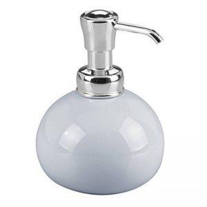 mDesign distributeur de savon rond en métal – pompe à savon liquide rechargeable – flacon à pompe idéal pour douche ou cuisine – dimensions 8,9 cm x 14,0 cm – couleur: bleu/chrome de la marque MetroDecor image 0 produit